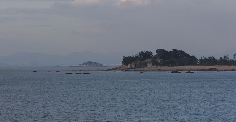 L-018 stronghold and Shīyǔ 獅嶼 islet from L-017